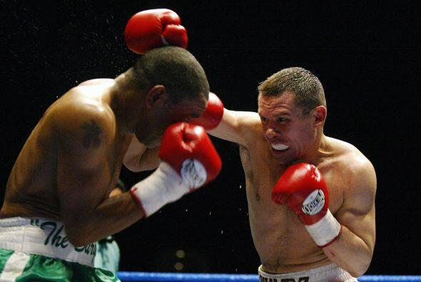 Chávez perdió por nocaut técnico contra Kostya Tszyu el 29 de julio de...