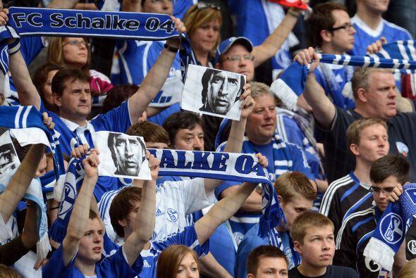 El Schalke jugó ante el Hertha con un estadio lleno de fan&aacute...