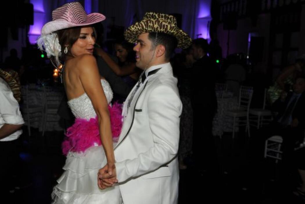 También hubo música norteña y Alejandra no dejó de bailar.