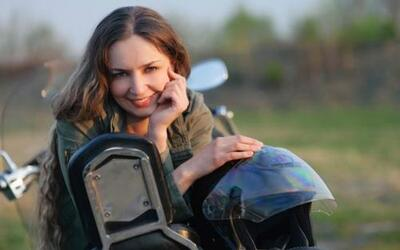 Un estudio dice que las mujeres que conducen motocicletas son más felices.