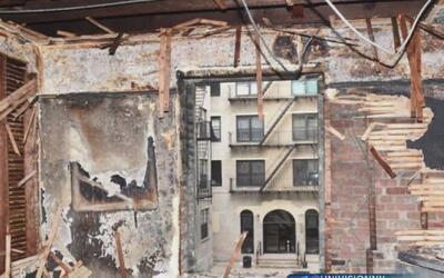 Un incienso habría provocado incendio en edificio del que cayó un bombero