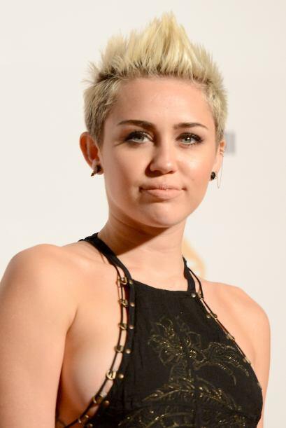 Miley Cyrus en vez de ser 'hot' se volvió un 'not' al llevar la t...