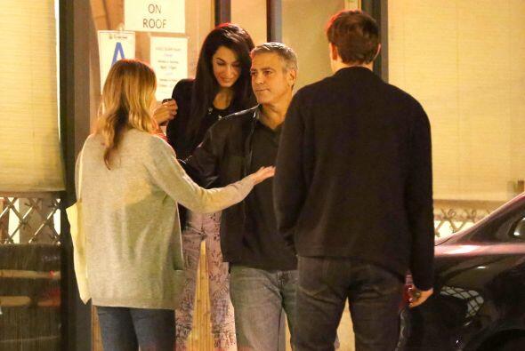 George le presentó a Emily Blunt y John Krasinski, dos de sus amigos en...