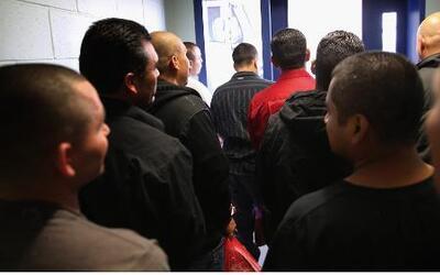 Cientos de indocumentados arrestados son liberados por falta de espacio...