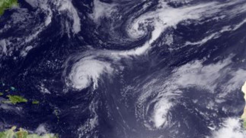 Varios huracanes y tormentas tropicales están cobrando fuerza en el Océa...