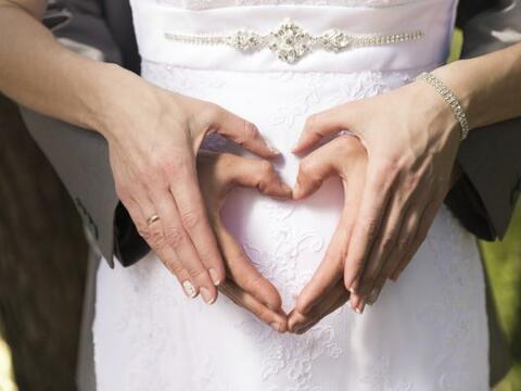 ¿Embarazo y boda juntos?, no tiene por qué ser un problema...
