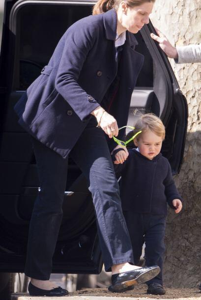 El hijo de William y Kate usó unos anteojos de sol súper fashion.