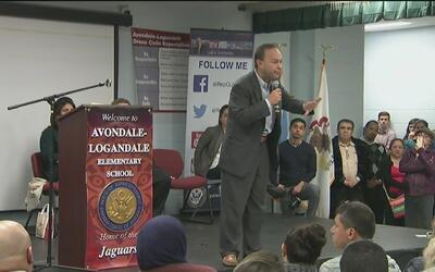 Cientos de ciudadanos asisten a un foro comunitario al noroeste de Chicago