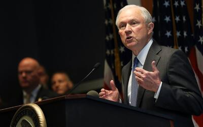 Sessions alude a la posibilidad de que agentes federales ayuden en Nueva...