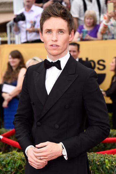 Eddie Redmayne de 'The Theory of Everything' llegó elegantísimo, como un...
