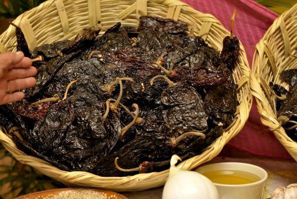 El legendario mole poblano tiene su origen en tiempos prehispánicos, cua...