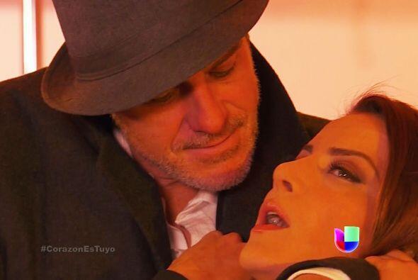 ¡Enrique la tiene entre sus garras! ¡Sálvala!