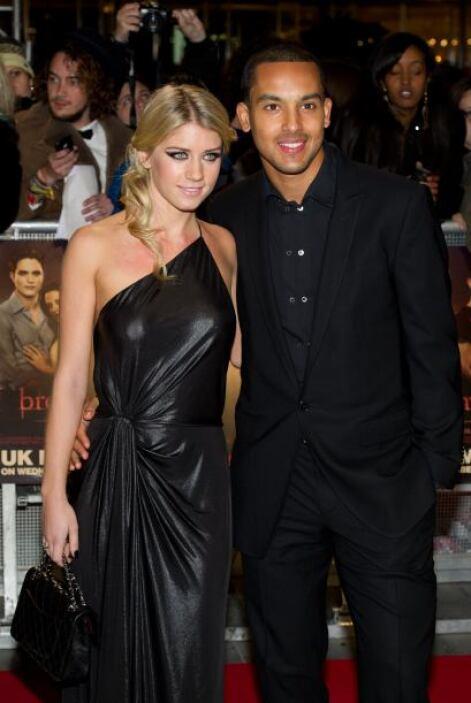 Desde el 2004 el jugador del Arsenal Theo Walcott sale con Melanie Slade...