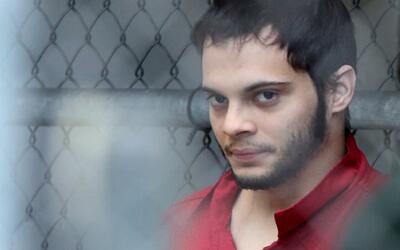 Un juez niega libertad condicional a Esteban Santiago, acusado de matar...