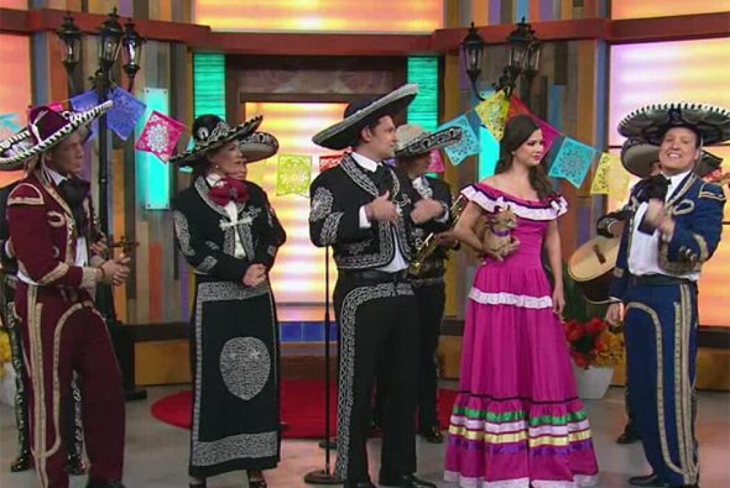 Con motivo del estreno de la telenovela 'Qué bonito amor', nuestros cond...