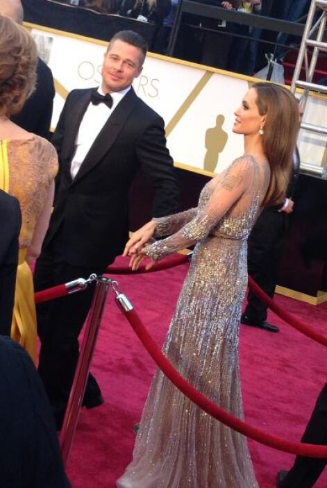 Agarraditos de la mano llegaron Brad Pitt y Angelina Jolie. ¡Qué guapos!