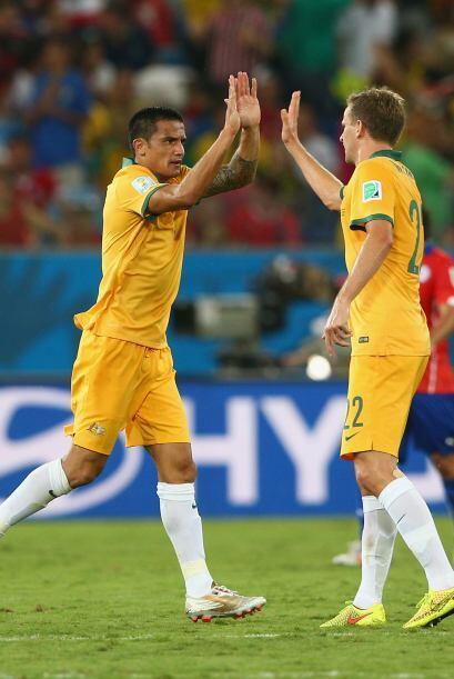 Al 34', Cahill acercó a los australianos con un magnifico remate...