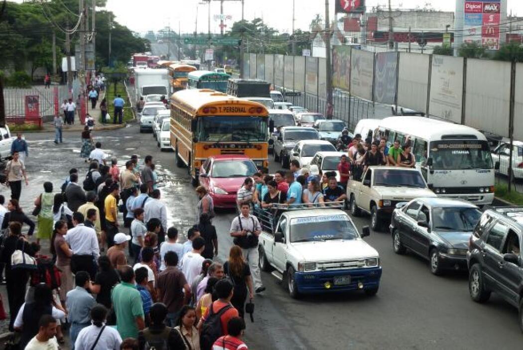 El servicio del transporte colectivo en El Salvador volvió hasta el vier...
