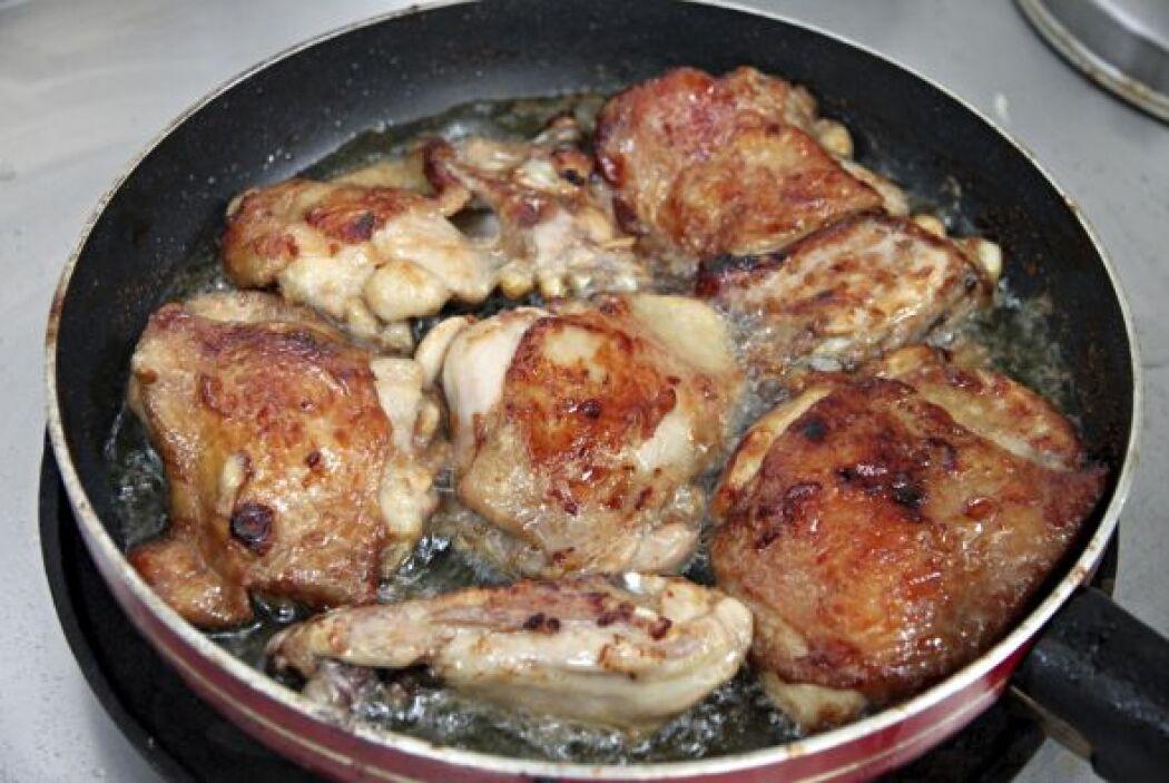 Aléjate de las carnes con demasiada grasa, las comidas saladas y  condim...
