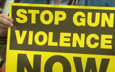 En Sur Los Ángeles rinden homenaje a las víctimas de la masacre en Conne...