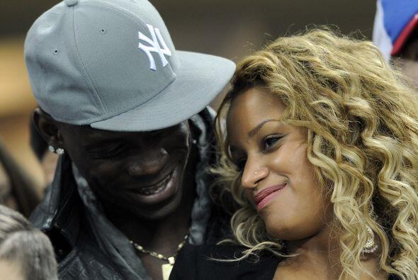 Mario Balotelli se quedó en las tribunas porque no puede jugar Li...