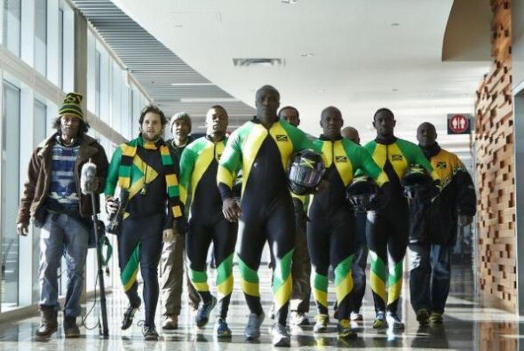 En la imagen se ve al equipo de Jamaica. Su vestimenta tiene los colores...