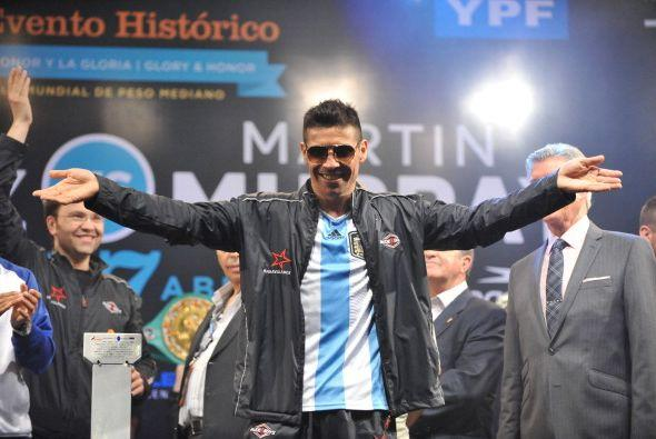 Argentina arde, tiene un nuevo ídolo, no patea el balón, s...