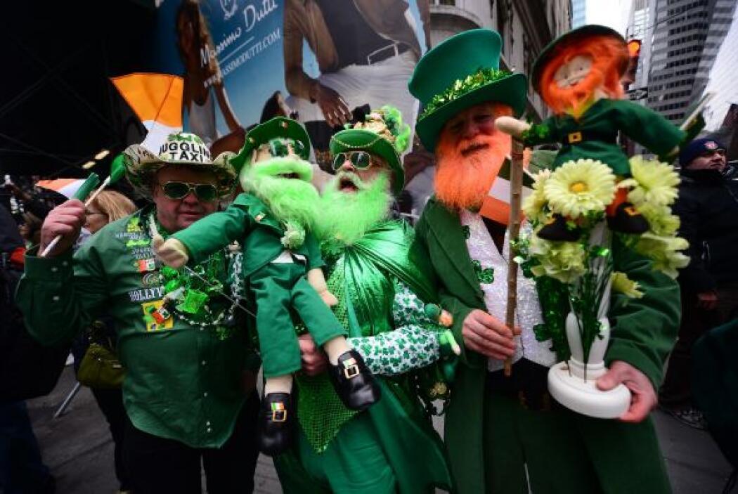 Se calcula que la cantidad de asistentes al desfile anualmente es de alr...