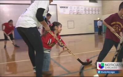 Blackhawks ofrecen clínica de hockey en El Valor