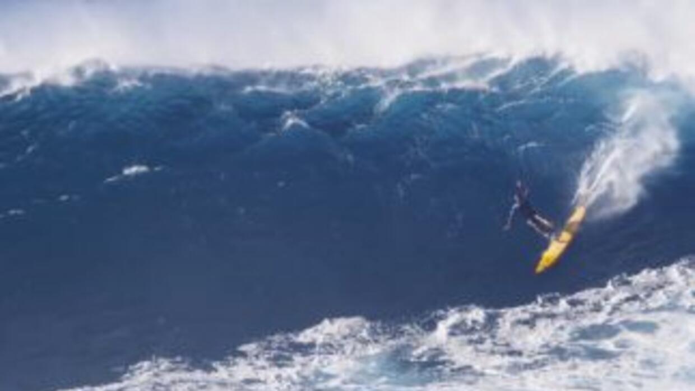 El concurso Big Wave Awards premia a los surfistas que montaron las ola...