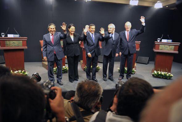 El sondeo de la compañía Ipsos-Apoyo indicó que Humala tiene 26% de la i...