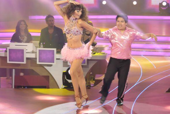 Juntos bailaron un ritmo caribeño que puso a bailar a todo el público.