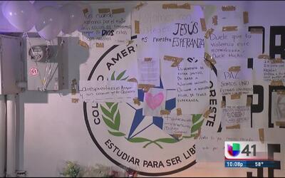 Residentes de Monterrey muestran unidad tras el tiroteo en un colegio de...