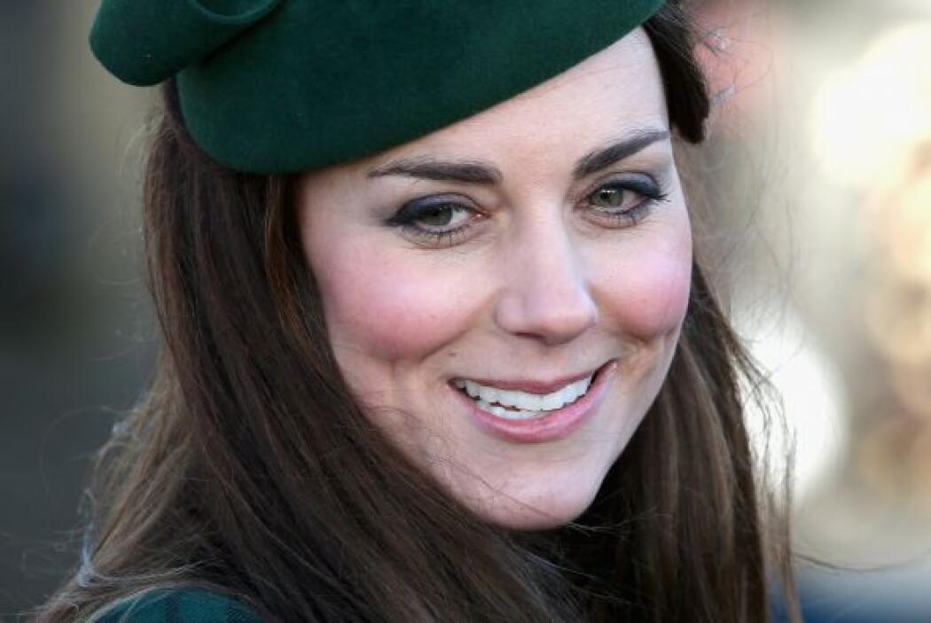 Así apareció Kate el día de ayer en el servicio religioso en Sandringham...
