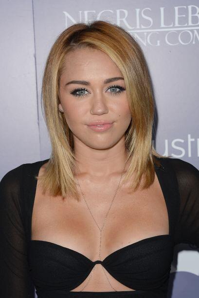 A otra chica que siempre se le ve un cutis de porcelana es a Miley Cyrus...