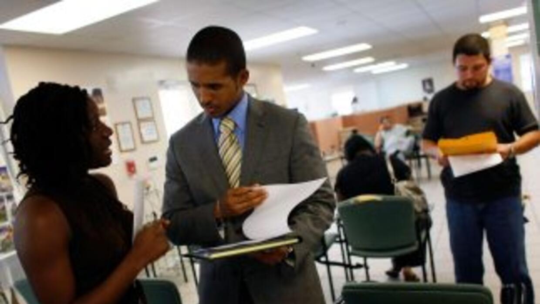 El índice de desempleo en Florida cayó una décima en octubre respecto al...
