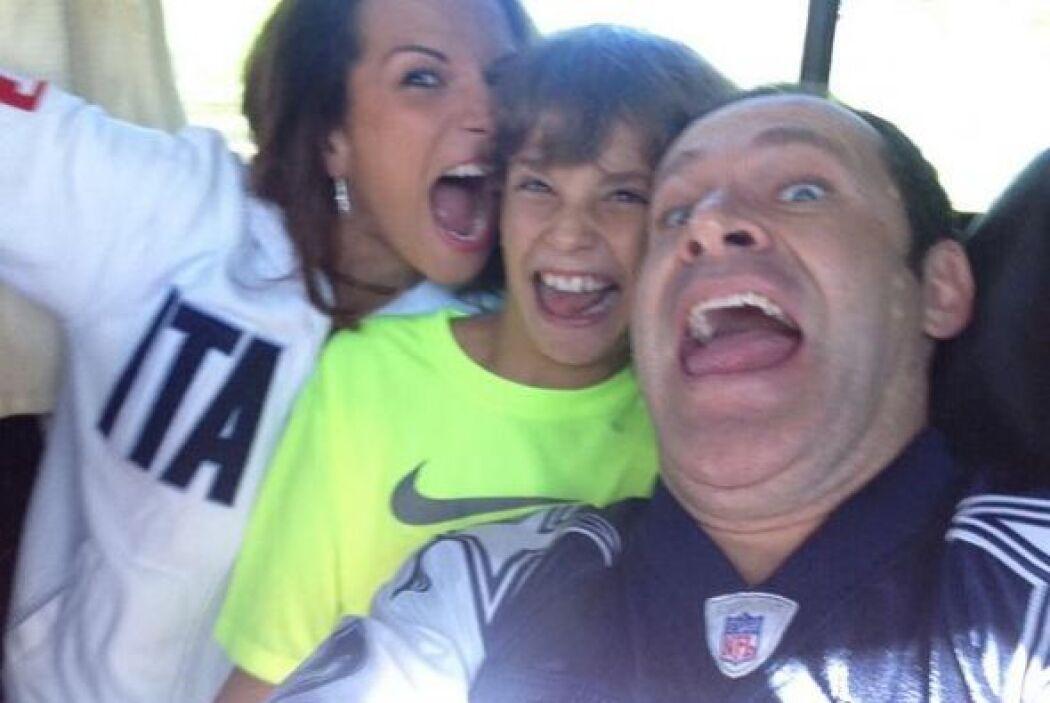 """""""Listos en Dallas para otro juego de los Cowboys!!!!! Mi enano, mi @cris..."""
