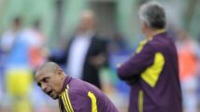 Roberto Carlos fue auxiliar de Hiddink en el Anzhi ruso, pero ahora toma...