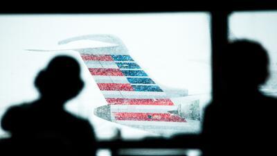 Más de 6,000 vuelos son cancelados ante el paso de la tormenta en la cos...