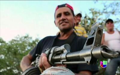 Autodefensas expulsan a cárteles del narcotráfico en Michoacán