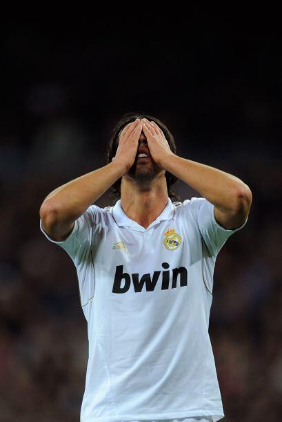 Al ver la jugada, Sami Khedira se tapó los ojos.