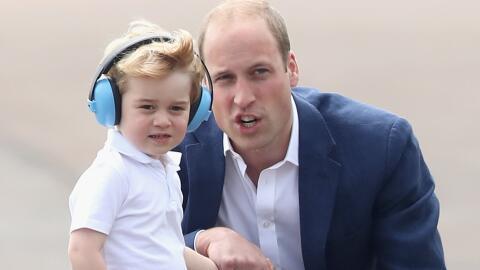 William y Kate llevan a George a una exhibición aérea mili...
