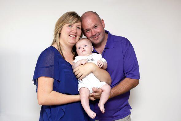 A su muy corta edad, el bebé Jack, sobrevivió a la operación y se dispus...