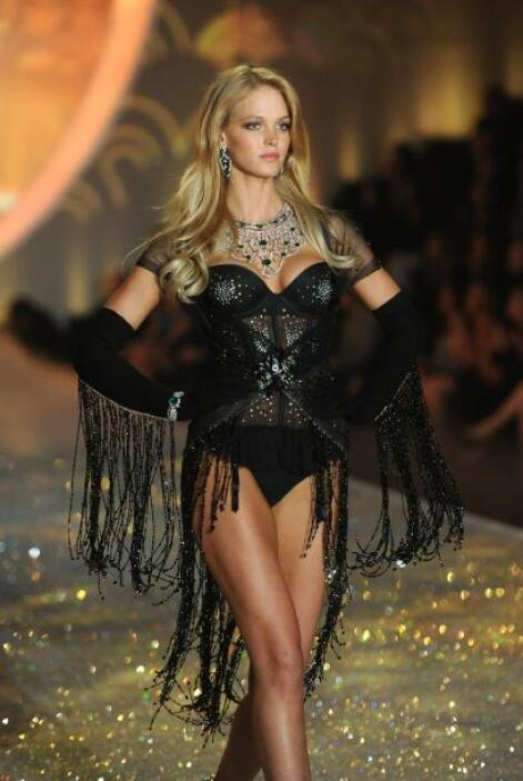 No sólo ella pudo darse el lujo de llevar estos cristales Swarovski en e...