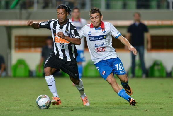 Un año después el atacante brasileño sería fichado por el Atlético Minei...