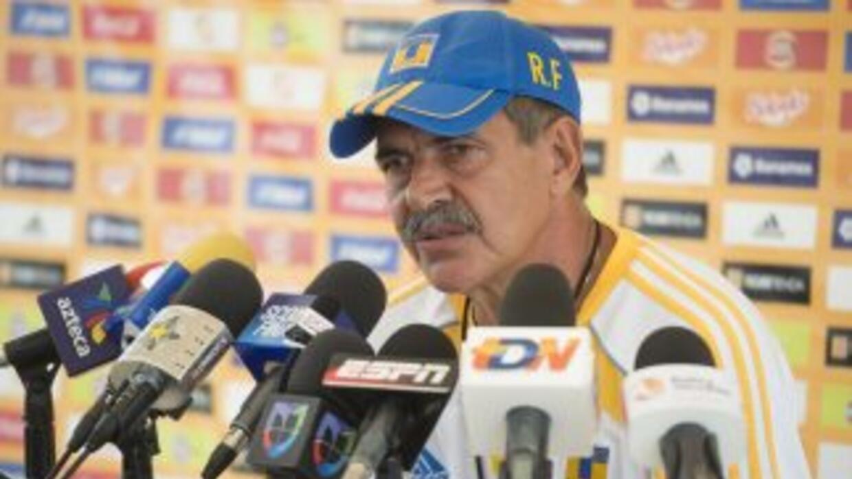 Ricardo Ferretti criticó la actuación del árbitro en el duelo inaugural...