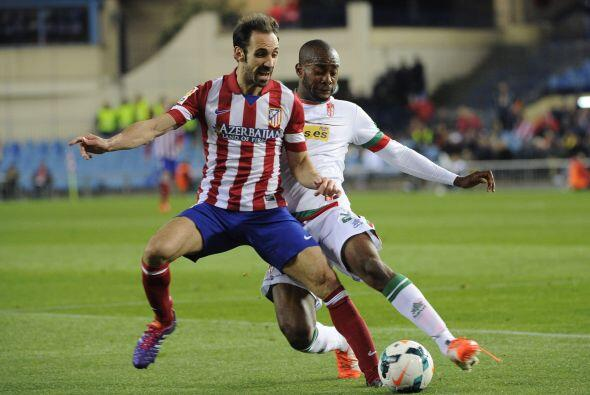 Finalmente, el líder Atlético de Madrid pasó algunos problemas jugando c...