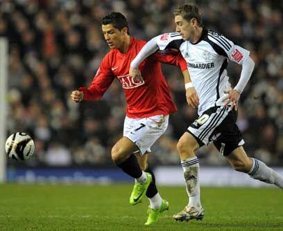 Hábil regateCristiano Ronaldo tiene gran capacidad para dejar riv...