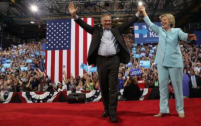 """Hillary Clinton presenta a Tim Kaine como un """"progresista"""""""