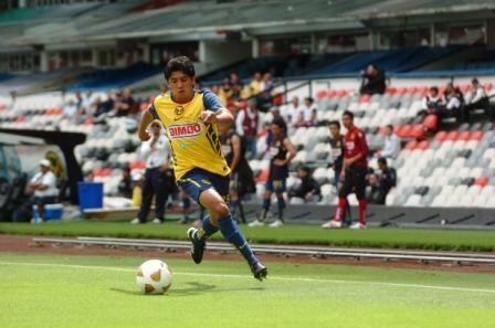Renato Michell González es un habilidoso extremo por izquierda, tuvo un...